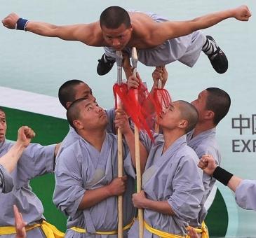 اجرای برنامه  شائولین کاران چینی در نمایشگاه اکسپو 2010 شانگهای