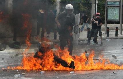 عکس هایی از نا آرامی های یونان