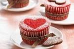 طرز تهیه کیکی قرمز با طرح قلب
