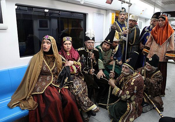 عکس بازیگران سریال قهوه تلخ در متروی قیطریه تهران