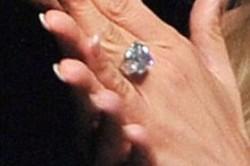جنیفر لوپز حلقه 4 میلیون دلاری اش را می فروشد! + عکس