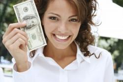 10 نشانه سوء استفاده مالی دختران از دوست پسرهایشان!