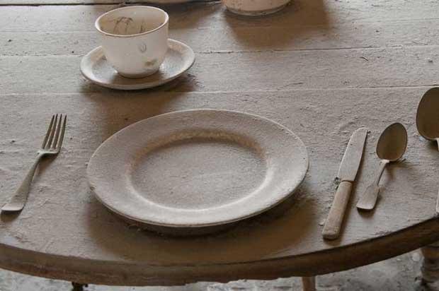 غبار Dusty-Table