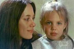 مادر آنجلینا جولی کیست ؟ + عکس