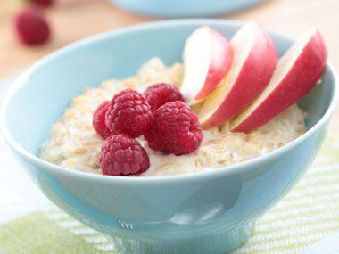 5-foods-to-protect-arteries-05-oatmeal-رژیم غذایی کاهش کلسترول بد خون