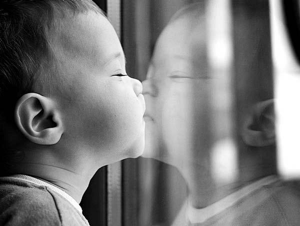 کودک در آینه,عکس