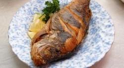 ماهی سرخ شده همراه با سس مخصوص فرانسوی