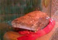 سنگی که سر مبارک امام حسین (ع) روی آن قرار داده شد + عکس