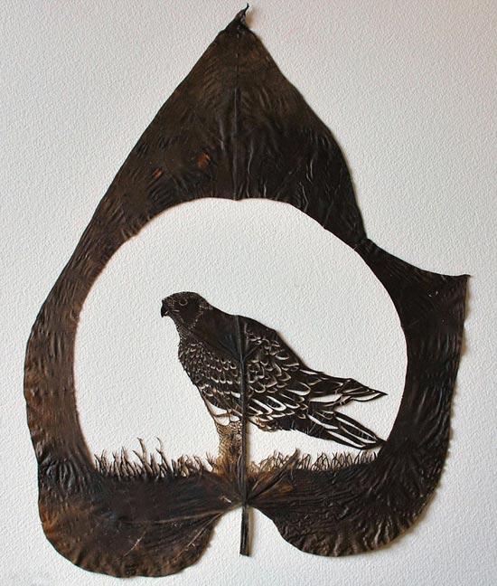 هنرنمایی با برگ درختان www.alamto.com