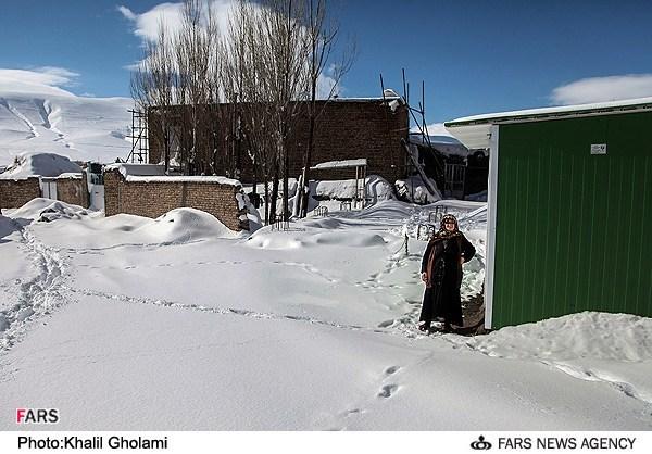 تصاویری از زمستان در منطقه زلزله زده ورزقان