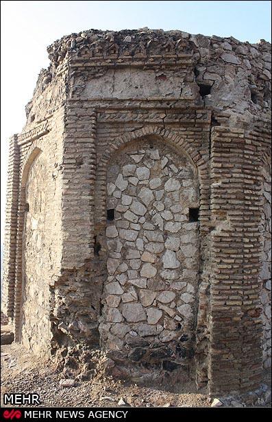 برج نقارهخانه با بازدیدکنندگان معتادان