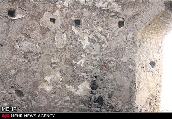برج نقاره خانه با بازدیدکنندگان معتادان