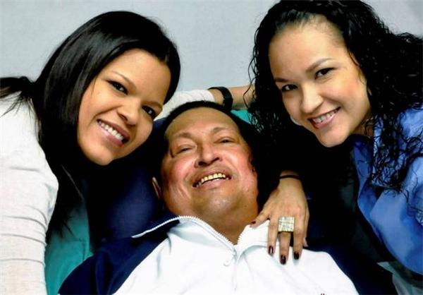 آخرین عکس چاوز با دخترانش در بیمارستان قبل از مرگ