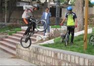 دوچرخه سوارانی که پرواز میکنند + عکس