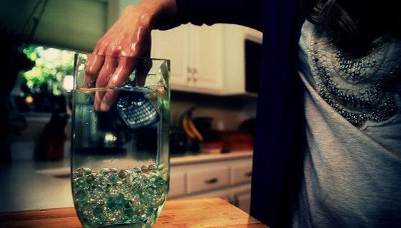 گوشی خود رو با آب شارژ کنین