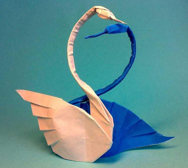 Due-Cigni-Beautiful-3D-Origami-by-Jaroslav-Mishchenko