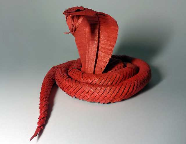 King-cobra-Beautiful-3D-Origami-by-Jaroslav-Mishchenko