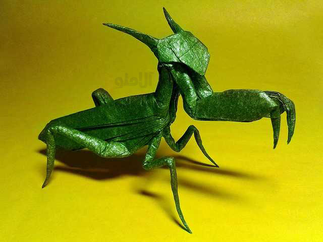 Praying-Mantis-Beautiful-3D-Origami-by-Jaroslav-Mishchenko