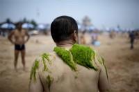 آب تنی چینی ها در لجن + عکس