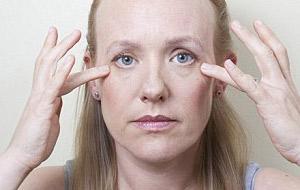 ماساژ دادن صورت,چرخش چشم در یوگای صورت