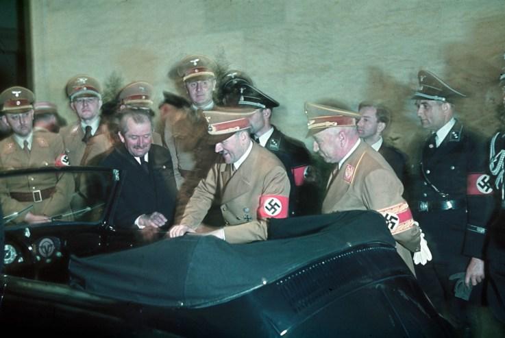 اولین عکس های رنگی از هیتلر