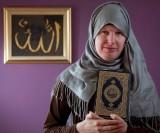 ماجرای سرباز انگلیسی که اول زن شد و بعد مسلمان + عکس