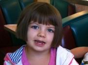 دختر بچه ایی که روزی 120 بار تشنج میکند + عکس