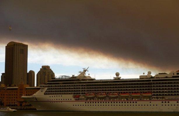 آتش سوزی در جنگل آسمان سیدنی را سیاه کرد