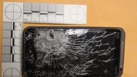 وقتی گوشی موبایل مانع از عبور گلوله می شود + عکس