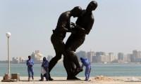 اعتراض گروه های اسلامگرا به نمایش مجسمه زیدان + عکس