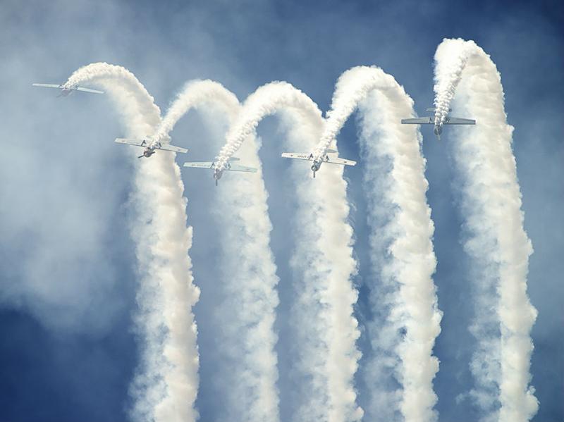 4574 تصاویر نمایش دیدنی دنباله های دودی هواپیماها در آسمون