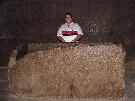 inside_pyramid11
