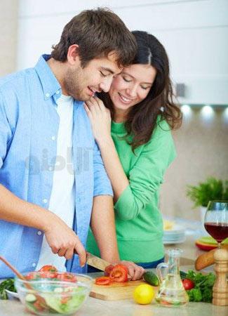 8 فایدۀ غذا خوردن در کنار خونواده