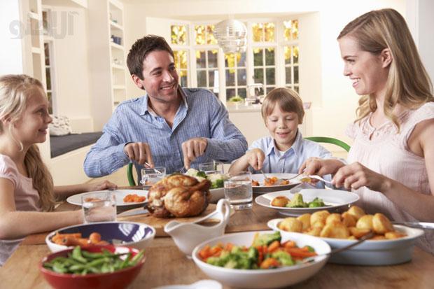 غذا خوردن در کنار خانواده