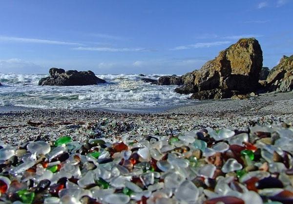 glass-beach-in-california-photos
