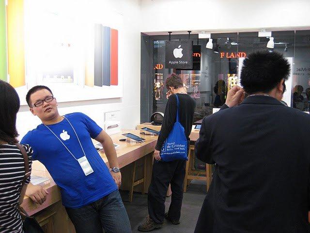 مغازههای اپل بطور کامل جعل می شوند.