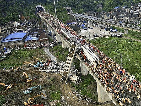 حادثههای وحشتناک بروی ریلهای تازهساخت قطار سریعالسیر اتفاق می افتند.