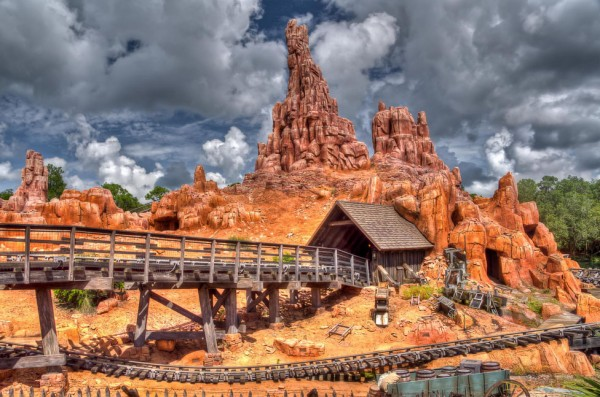 بهترین پارک های تفریحی جهان,disney-David-Pope-600x397
