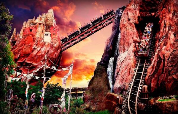 بهترین پارک های تفریحی جهان,disney-Hank-Klassen-600x387