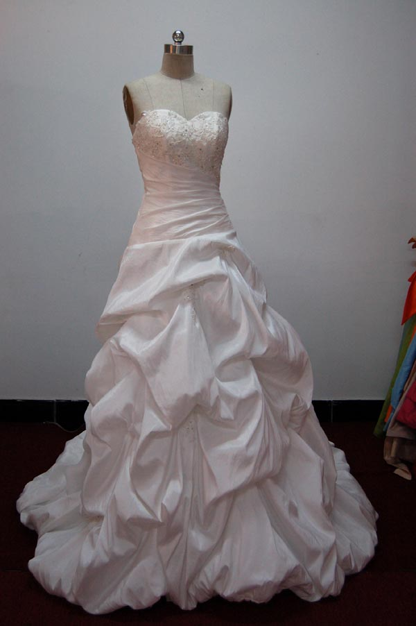 bride-dresses-model-9