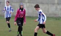 دختر محجبه داور فوتبال در ايتاليا +عکس