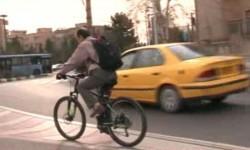 مديری كه با دوچرخه به محل كار میرود + عكس