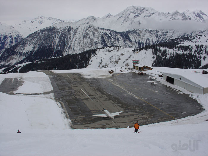 فرودگاه courchevel airport