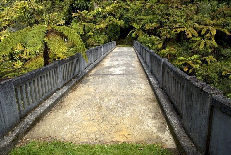 پلی به ناکجاآباد