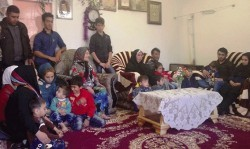 جوانی 34 ساله با 10 فرزند و 5 نوه و یک عروس + عکس