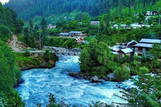چشم انداز روستای جاگران در دره نیلوم در منطقه کشمیر آزاد پاکستان