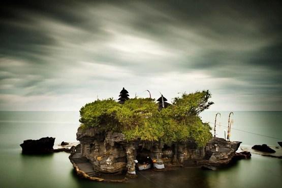 جزیره کوچیک تاناه لوت در مجمع الجزایر بالی اندونزی