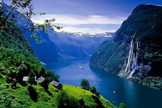 چشم انداز کوهستان و فیورد گیرانجرفیورد در نروژ