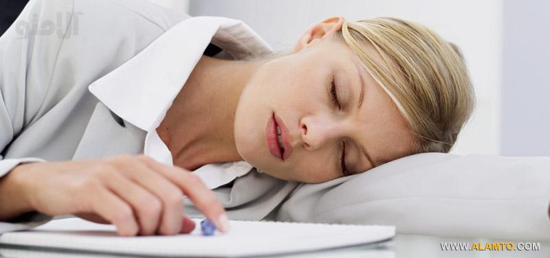 office-nap,فواید چرت زدن روزانه