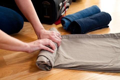 طرز چیدن لباس در چمدان